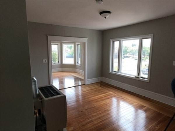1427 Plymouth Ave - Photo 1
