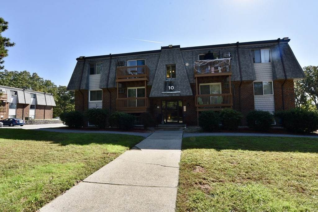 10 Hazelwood Ave - Photo 1