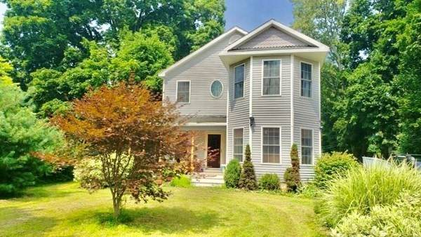 9 Union Street, Amesbury, MA 01913 (MLS #72911356) :: DNA Realty Group