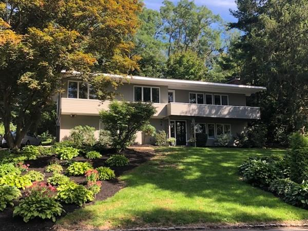 4 Thornberry Rd, Winchester, MA 01890 (MLS #72402727) :: Vanguard Realty