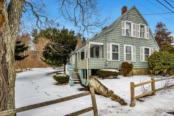 239 Sheridan St, Easton, MA 02356 (MLS #72444090) :: Apple Country Team of Keller Williams Realty