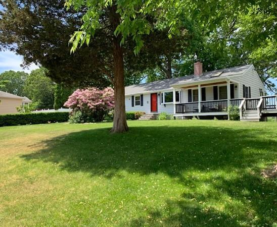 1 Meadow Dr, Middleton, MA 01949 (MLS #72471939) :: Exit Realty