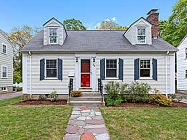24 Freeman St, Newton, MA 02466 (MLS #72500743) :: Apple Country Team of Keller Williams Realty