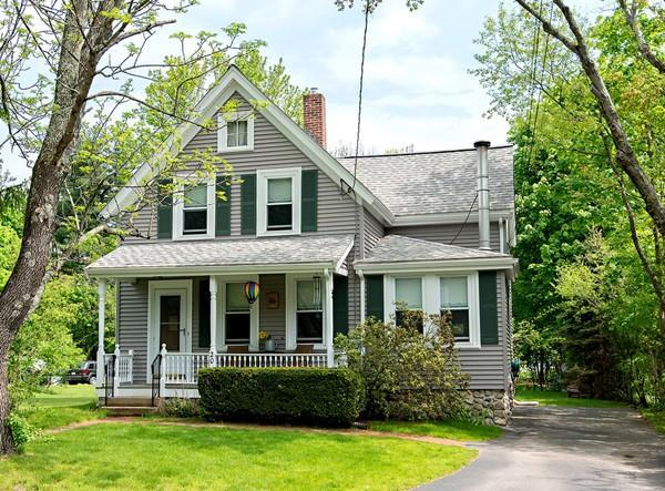 20 Gay Ave, Walpole, MA 02081 (MLS #72503292) :: Apple Country Team of Keller Williams Realty
