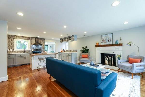 107 Laurie Ave, Boston, MA 02132 (MLS #72531755) :: The Muncey Group