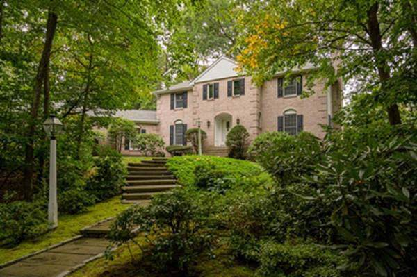 75 Old Farm Road, Wellesley, MA 02481 (MLS #72557548) :: Kinlin Grover Real Estate