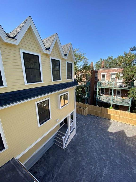 137 Summer St #3, Somerville, MA 02143 (MLS #72728548) :: Parrott Realty Group