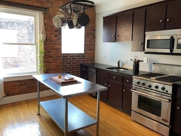 380 Riverway #7, Boston, MA 02115 (MLS #72870976) :: Home And Key Real Estate