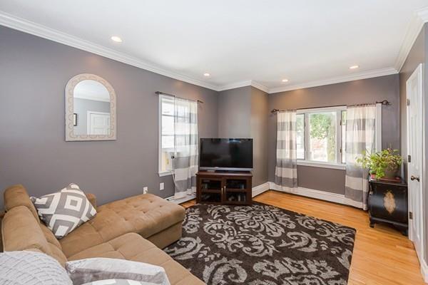 351 Lowell St #1, Somerville, MA 02145 (MLS #72542884) :: RE/MAX Vantage