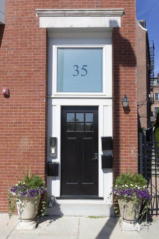 35 Rutherford Ave - Photo 1