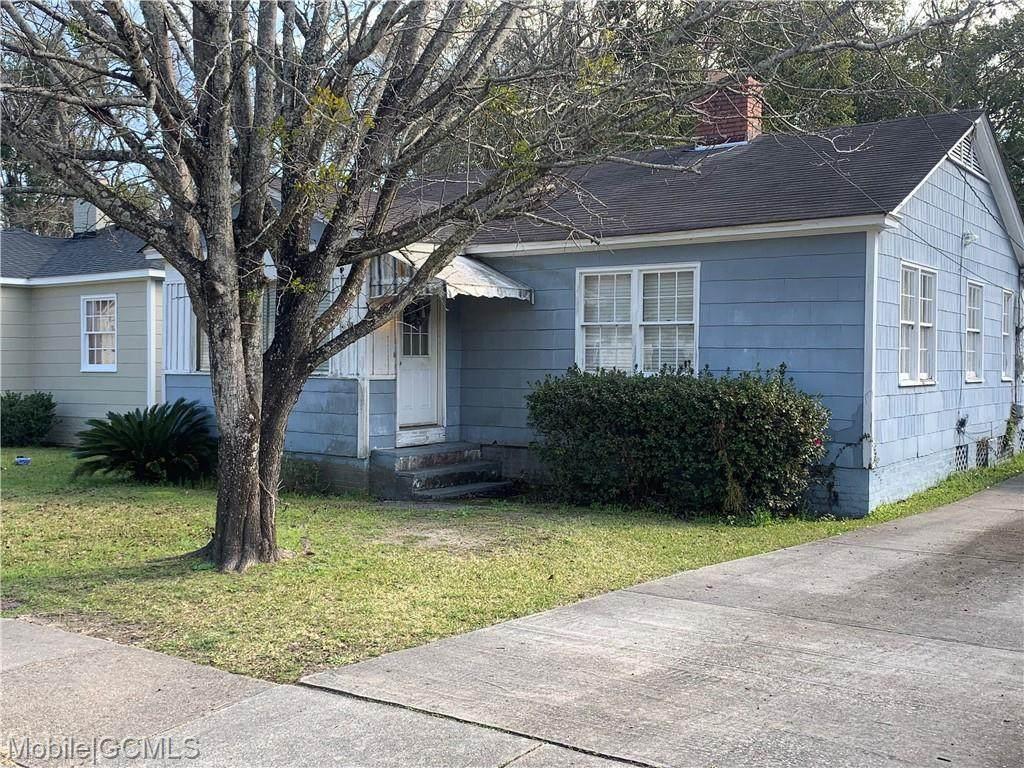 207 Pinehill Drive - Photo 1
