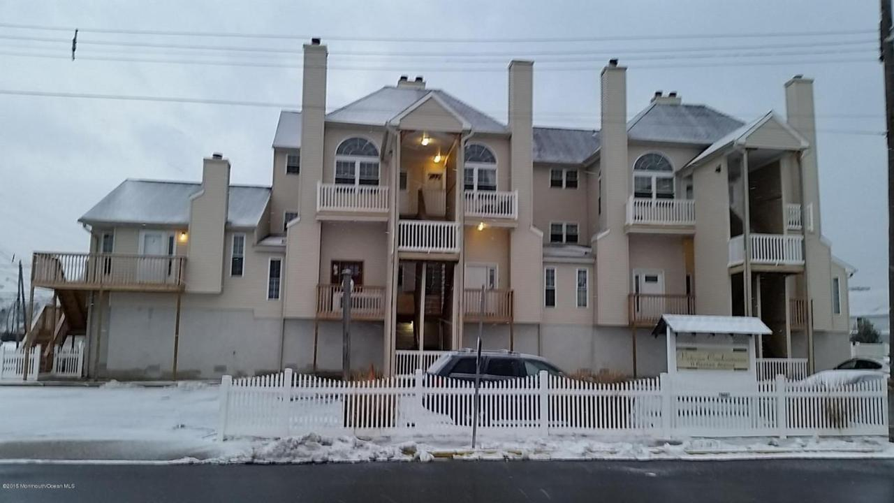 11 Raritan Avenue - Photo 1