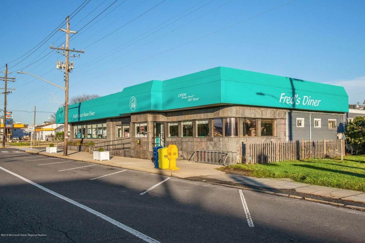 305 Bay Avenue - Photo 1