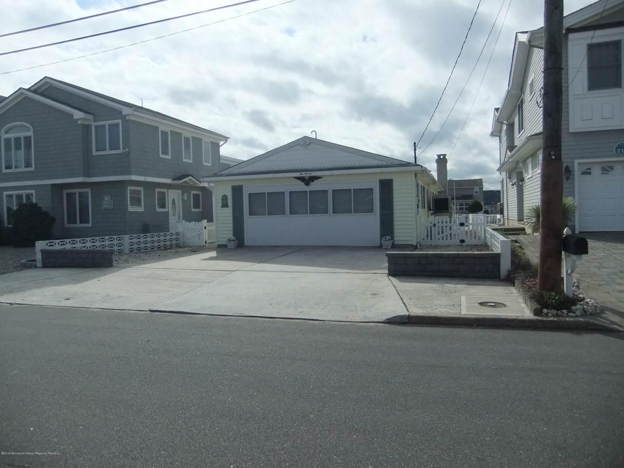 211 Bay Beach Way - Photo 1