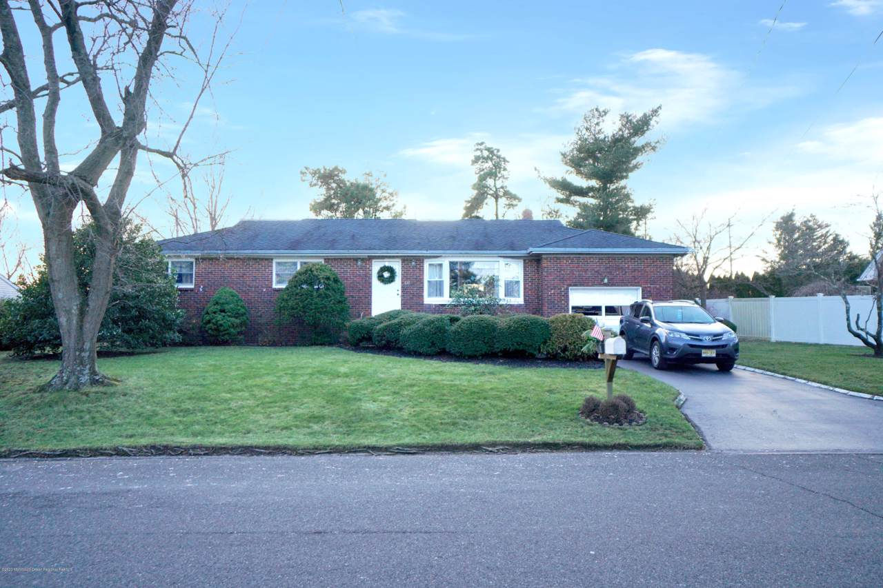 110 Chatham Lane - Photo 1