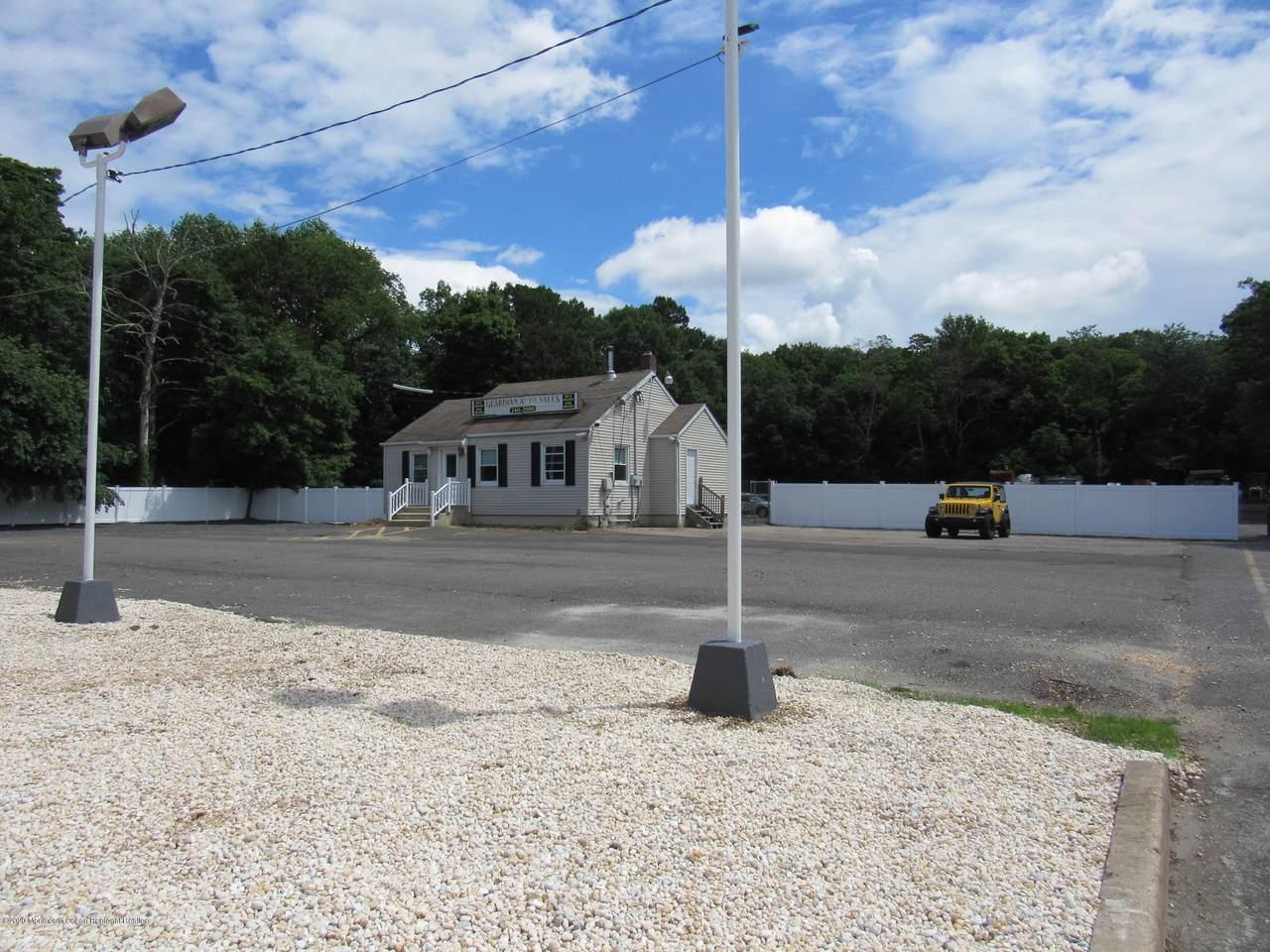 2031 Lakewood Road - Photo 1