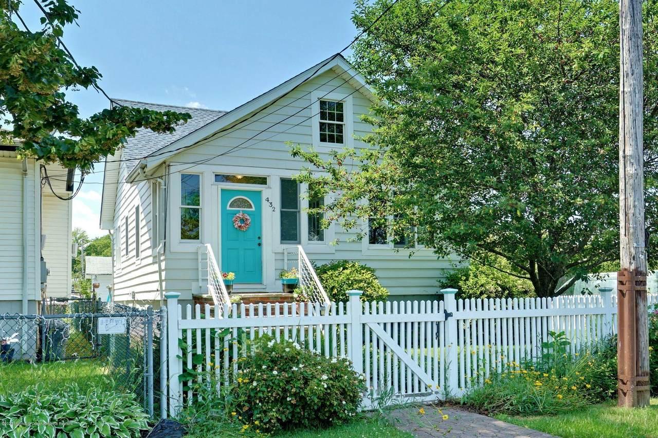 432 Narragansett Avenue - Photo 1