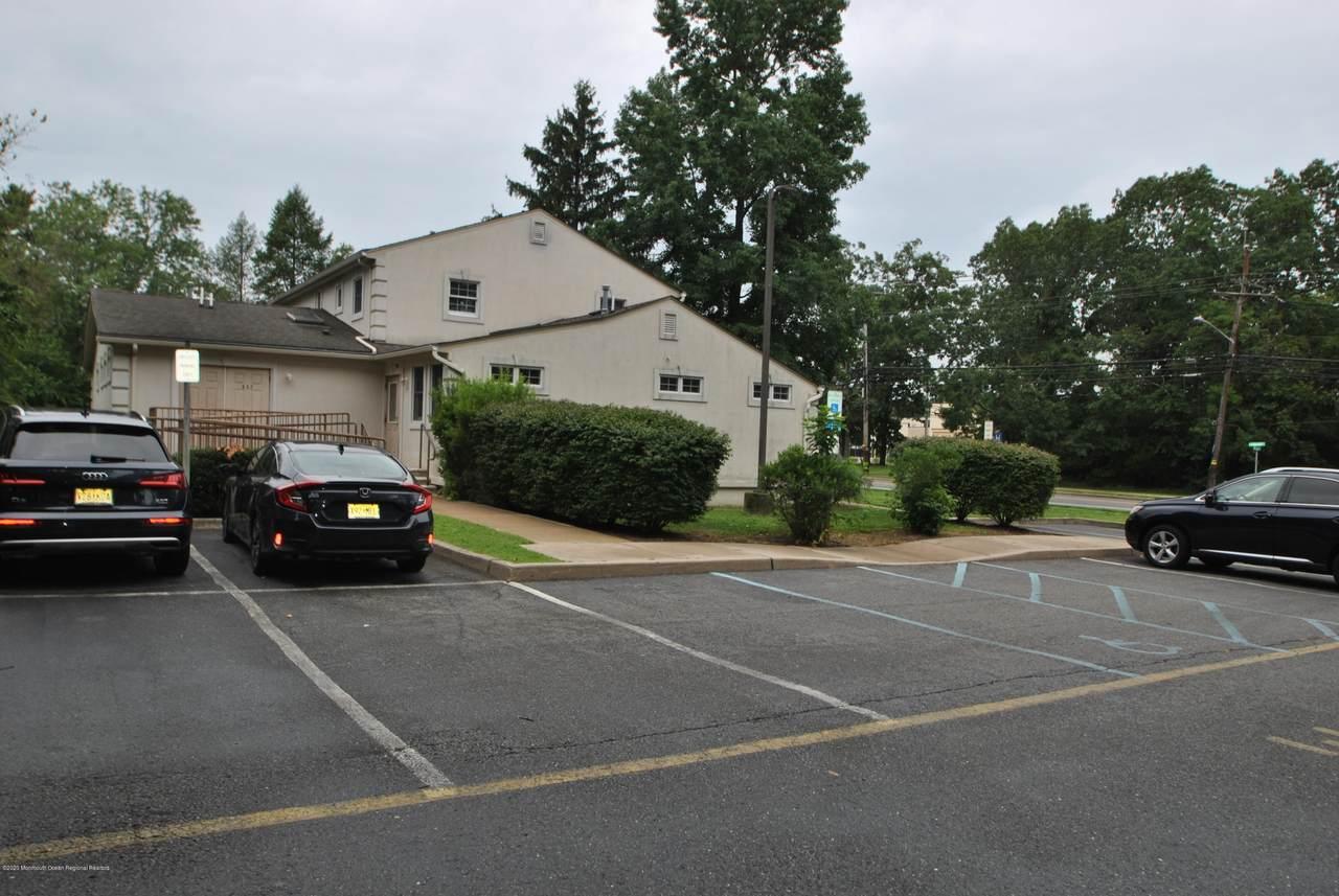 437 Lakehurst Road - Photo 1