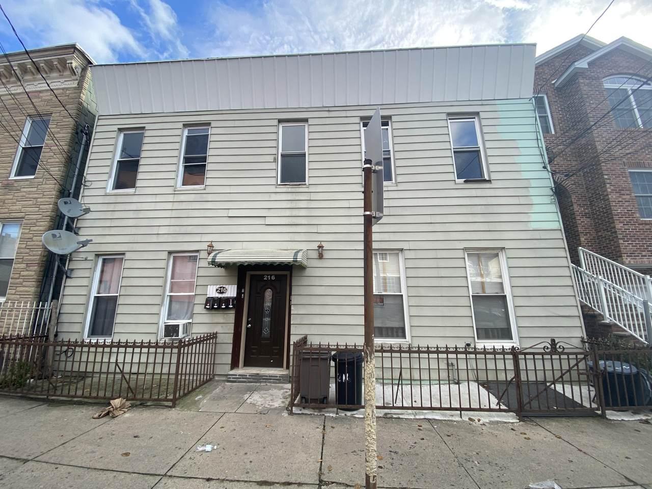 216 Cambridge Avenue - Photo 1