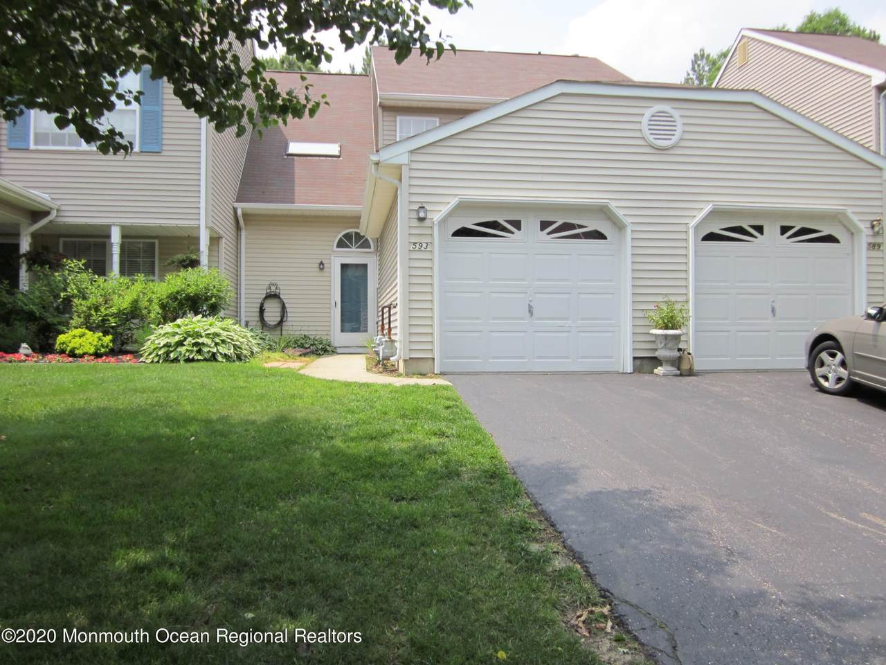 593 Woodbine Lane - Photo 1