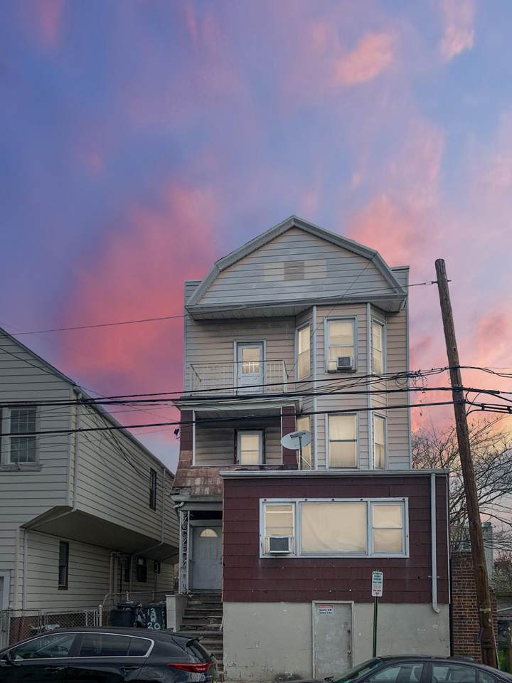 13 20th Street - Photo 1
