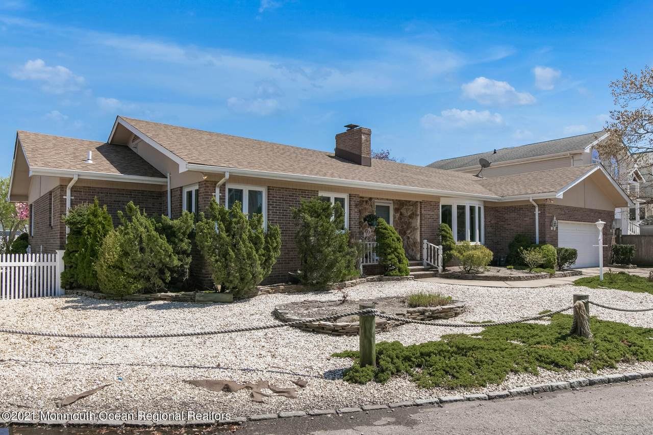 17 Perry Drive - Photo 1