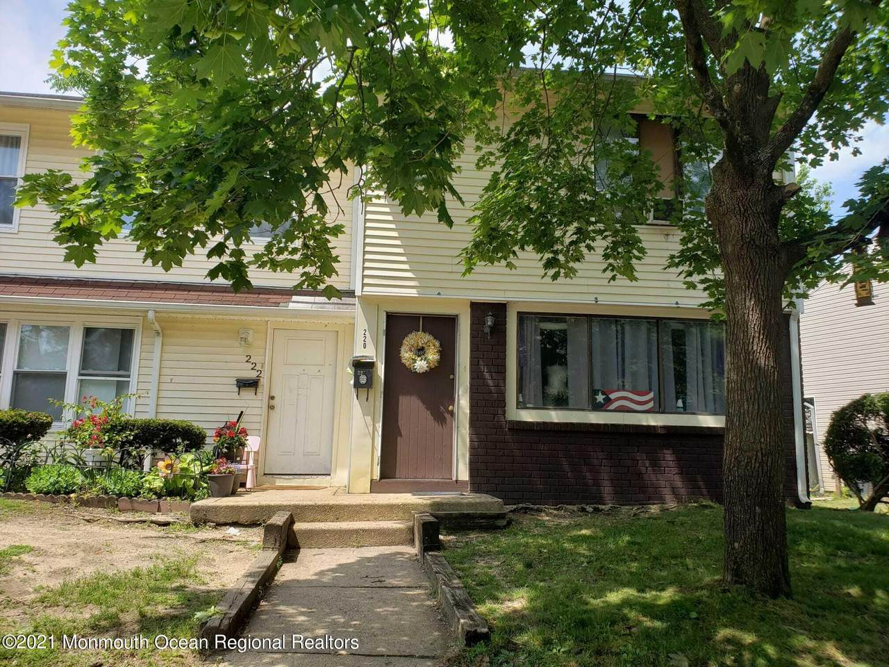220 Coventry Drive - Photo 1