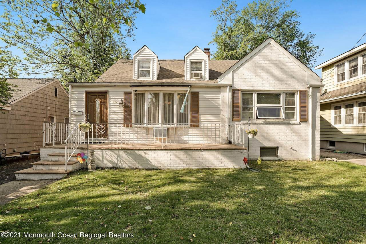 817 Rosewood Avenue - Photo 1