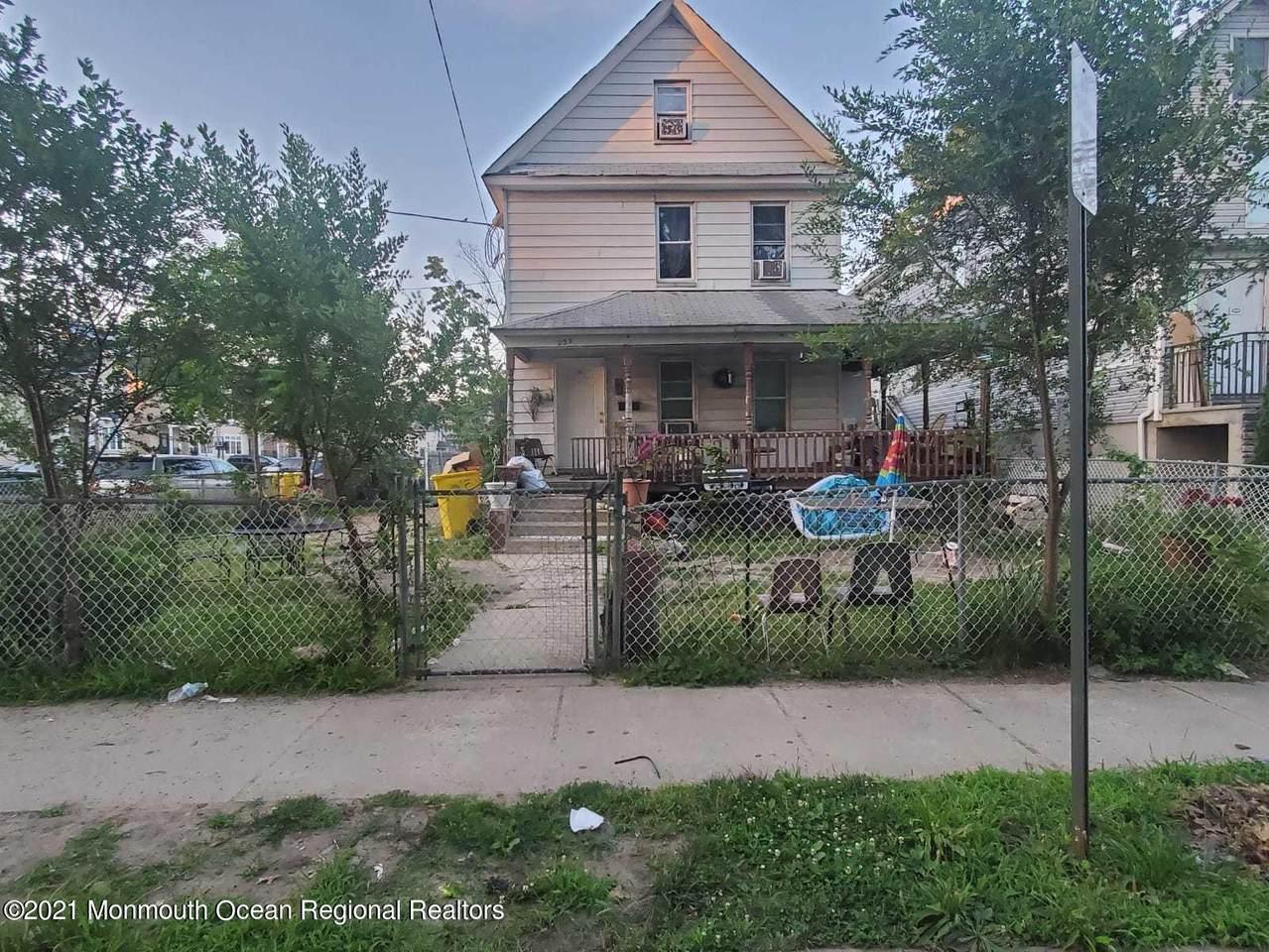 233 4th Street - Photo 1