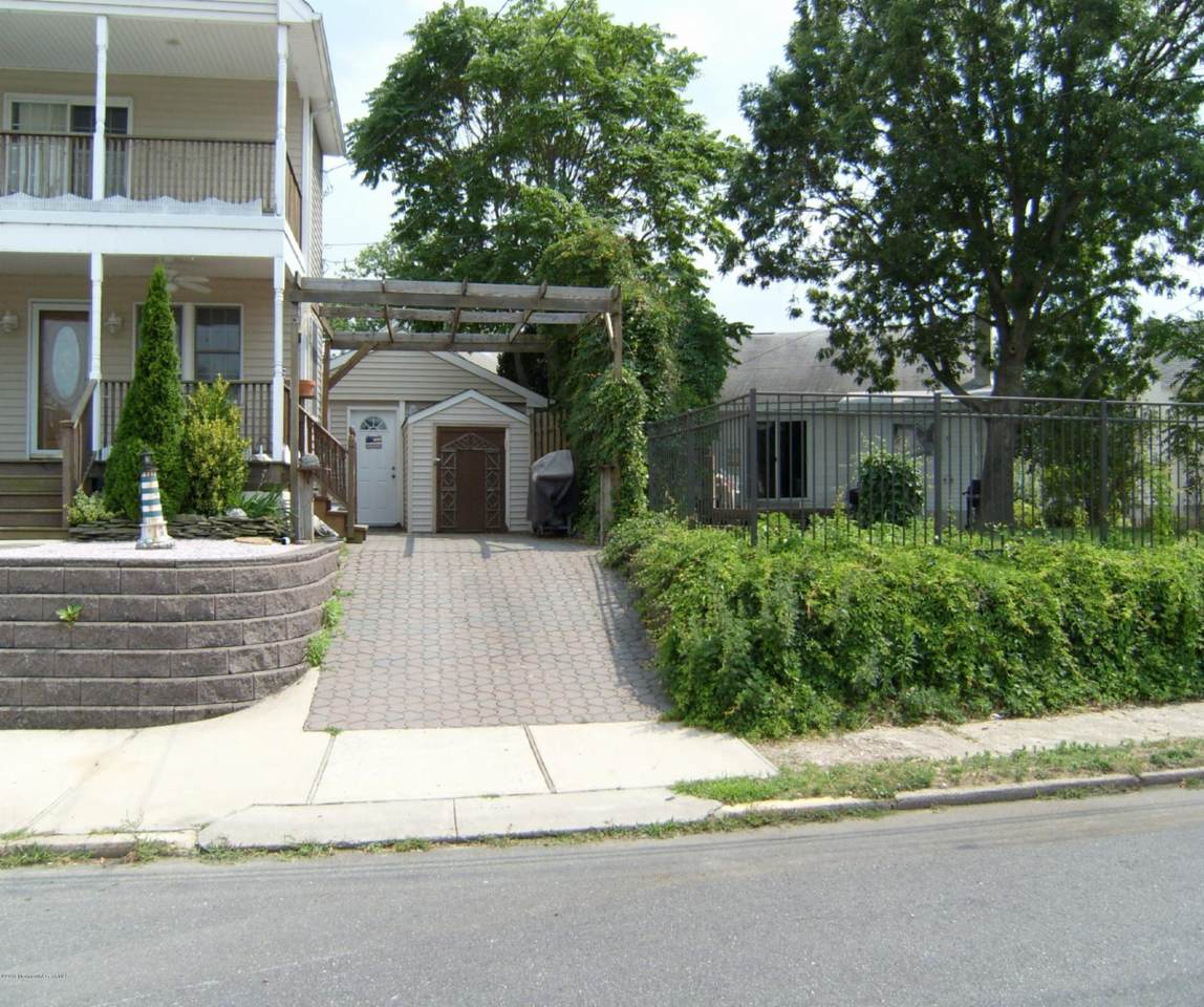 327 New Bedford Road - Photo 1