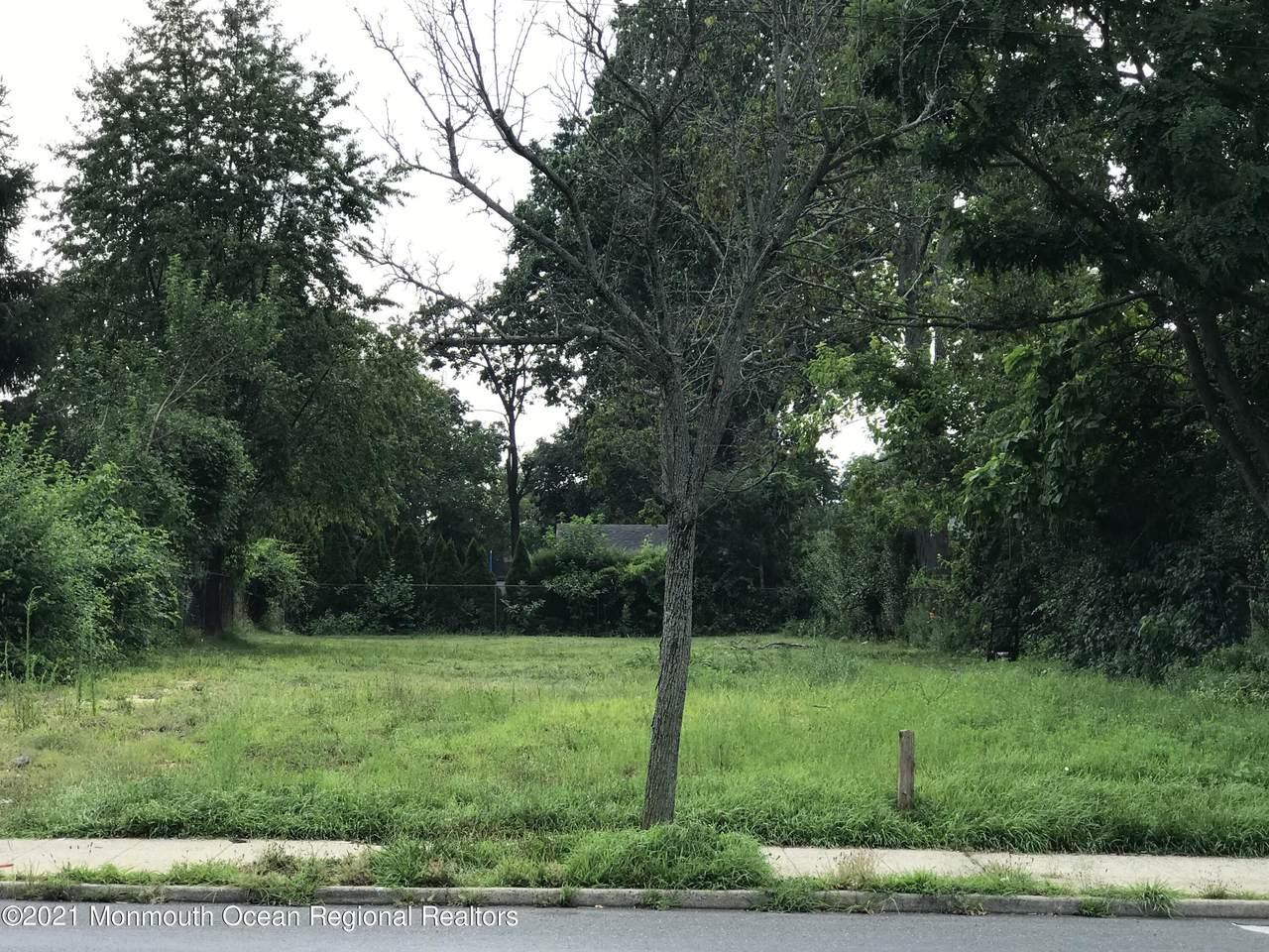 316 Shrewsbury Avenue - Photo 1