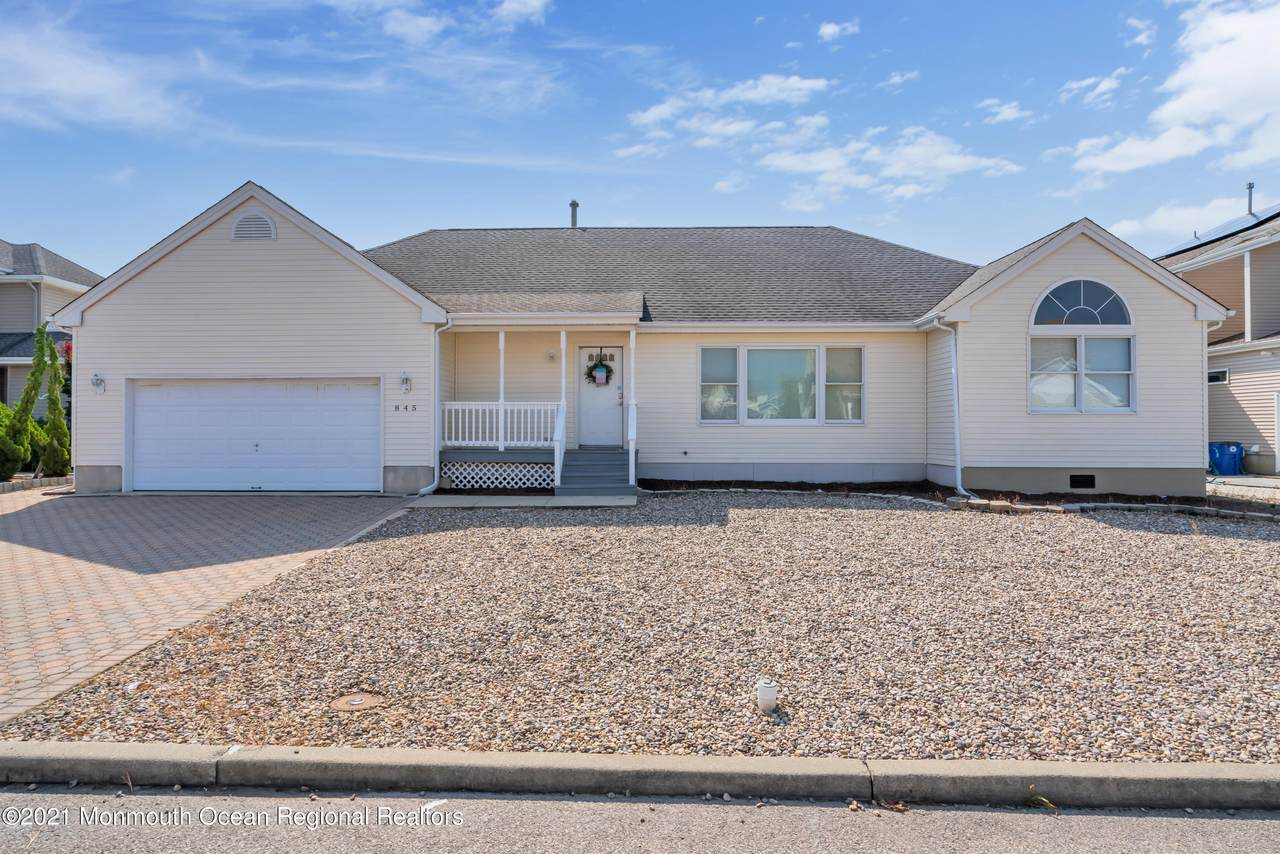 845 Ensign Drive - Photo 1