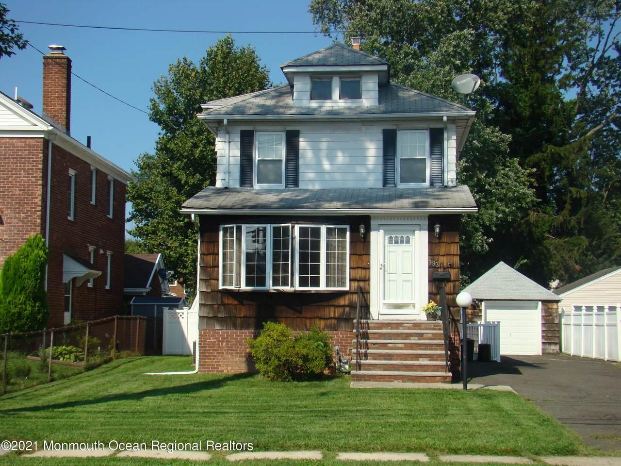 993 Chestnut Street - Photo 1