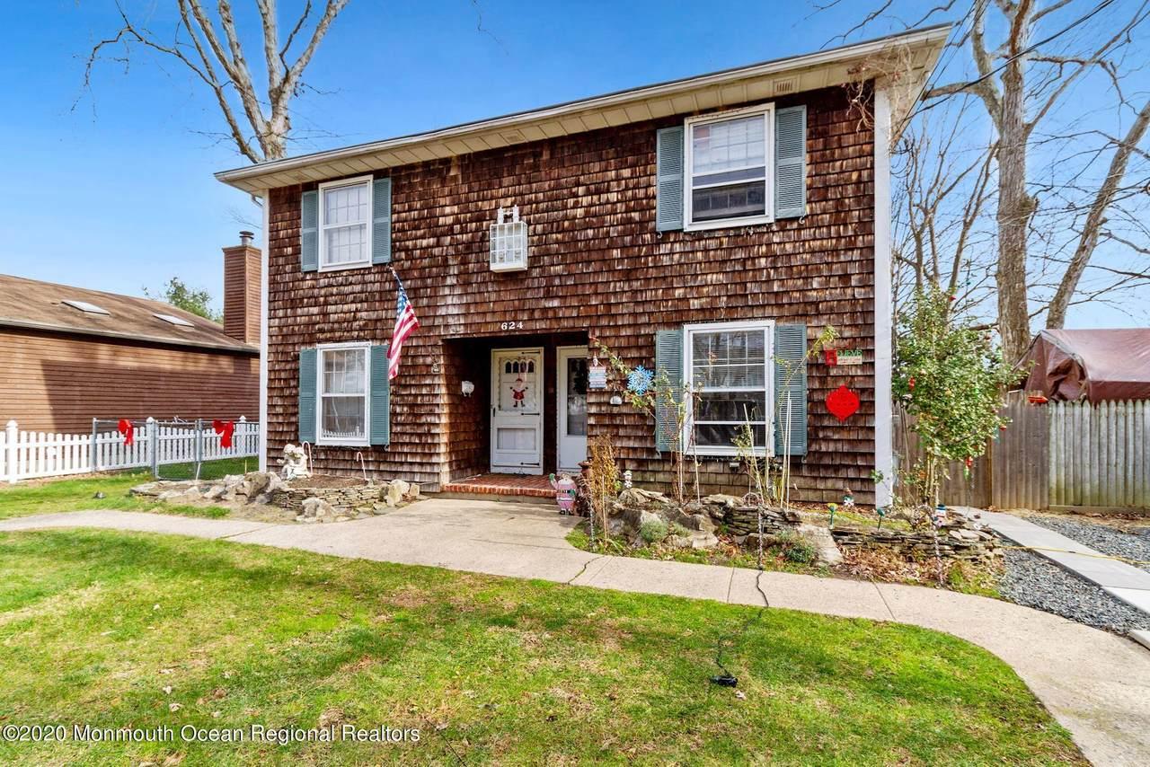 624 Mistletoe Avenue - Photo 1