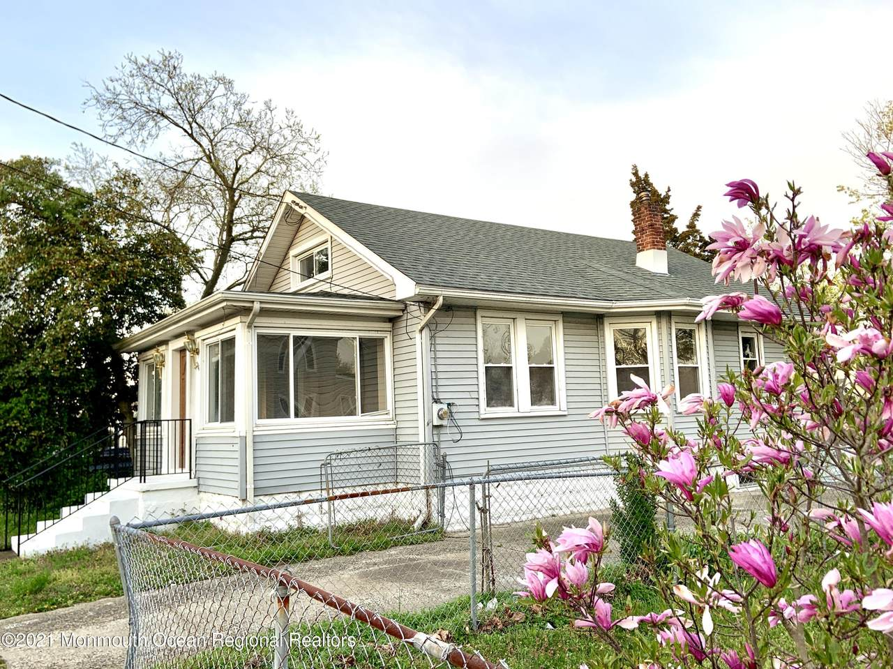 216 Linden Avenue - Photo 1