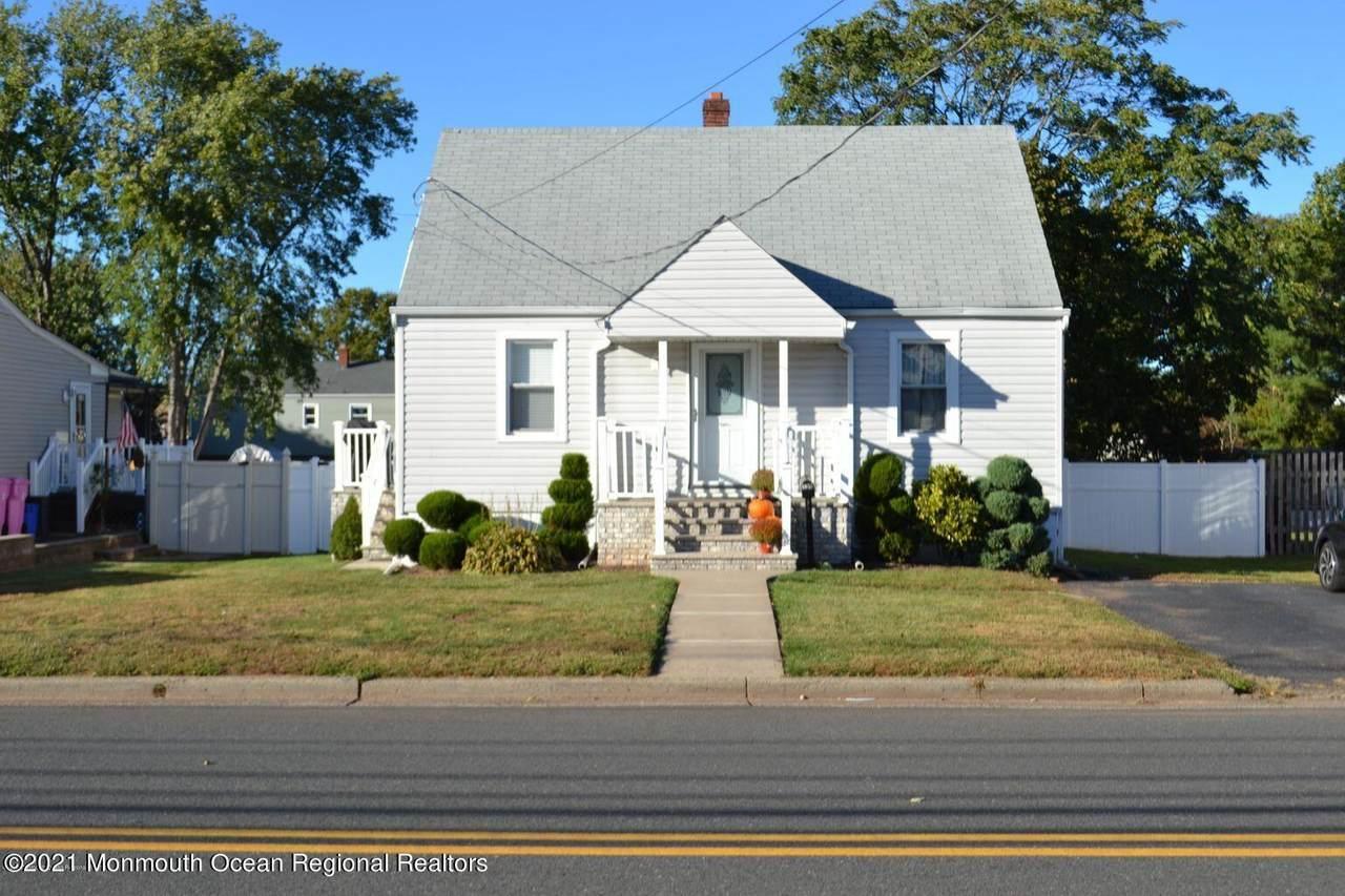 134 Montrose Avenue - Photo 1