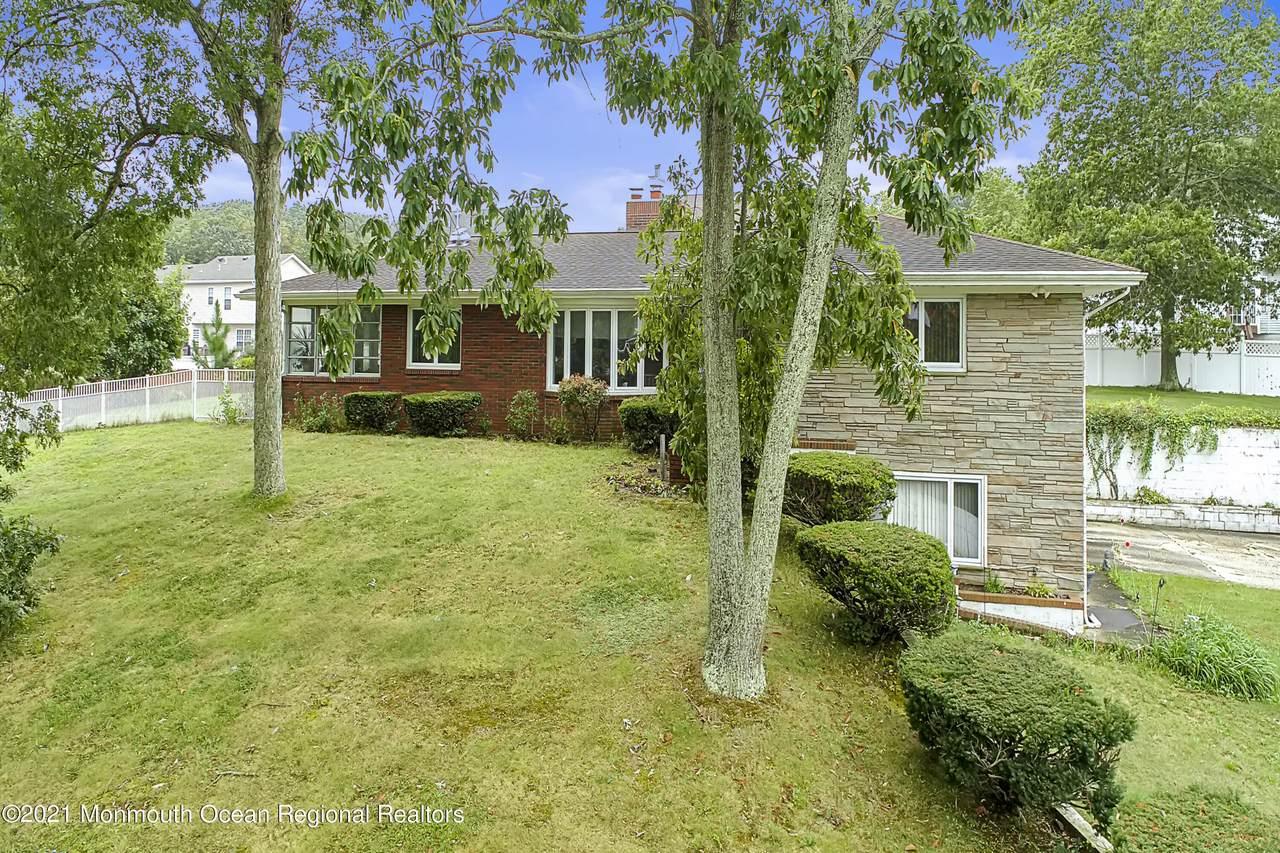864 Breezy Oaks Drive - Photo 1