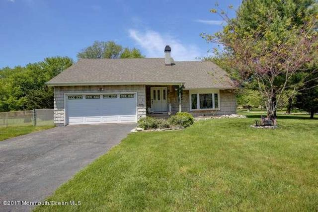 126 Sweetmans Lane, Manalapan, NJ 07726 (MLS #21718503) :: The Dekanski Home Selling Team