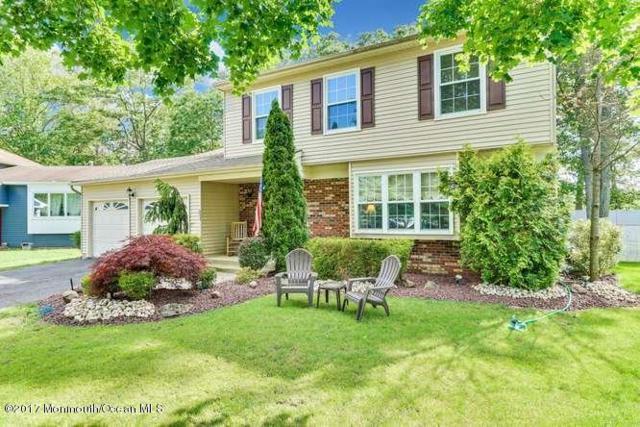 11 Musket Court, Howell, NJ 07731 (MLS #21722515) :: The Dekanski Home Selling Team