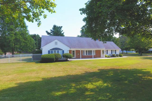 46 Winchester Drive, Freehold, NJ 07728 (MLS #21725932) :: The Dekanski Home Selling Team