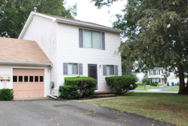 1 Lynne Court, Howell, NJ 07731 (MLS #21732609) :: The Dekanski Home Selling Team