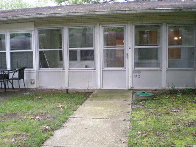 137c Farrington Court 100C, Lakewood, NJ 08701 (MLS #21732623) :: The MEEHAN Group of RE/MAX New Beginnings Realty