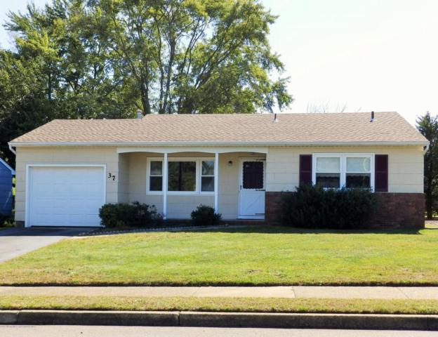 37 Northumberland Drive, Toms River, NJ 08757 (MLS #21738594) :: The Dekanski Home Selling Team