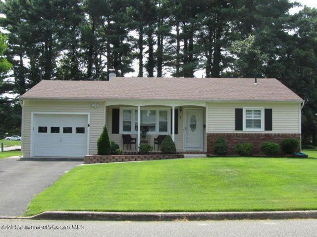 1 Concord Lane, Toms River, NJ 08757 (MLS #21740841) :: The Dekanski Home Selling Team