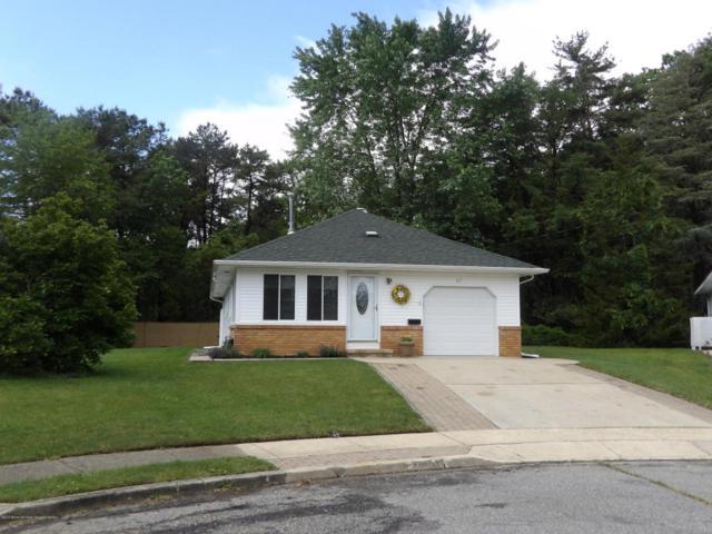27 Key West Court, Toms River, NJ 08753 (MLS #21821884) :: The Dekanski Home Selling Team