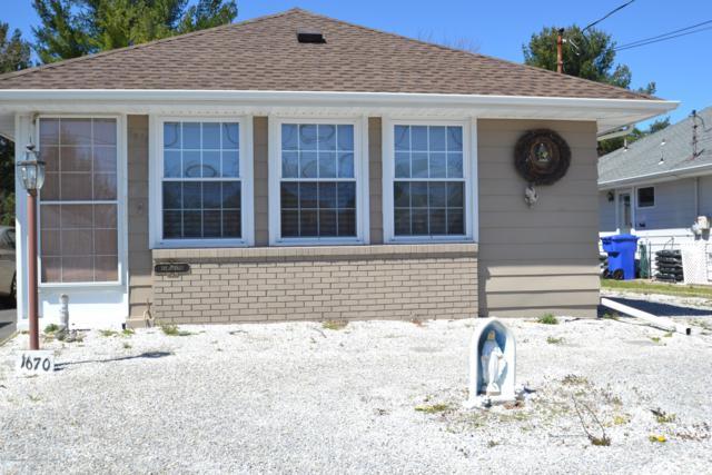 1670 Yorktowne Boulevard, Toms River, NJ 08753 (MLS #21836407) :: The Dekanski Home Selling Team