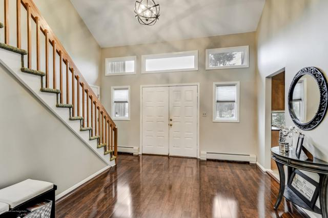 2 Clinton Court, Holmdel, NJ 07733 (MLS #21904671) :: The MEEHAN Group of RE/MAX New Beginnings Realty