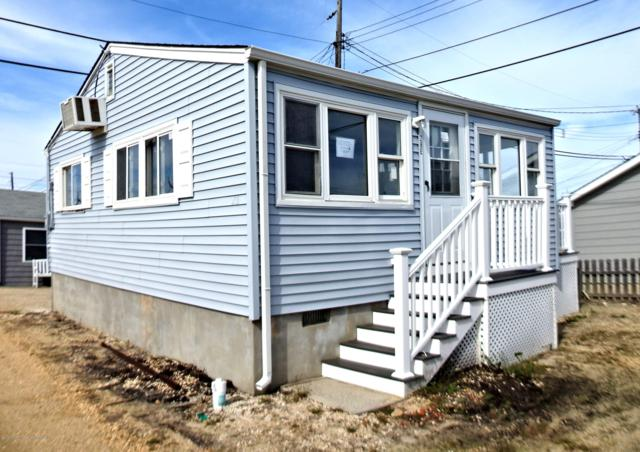28 E Penguin Way, Lavallette, NJ 08735 (MLS #21915168) :: The MEEHAN Group of RE/MAX New Beginnings Realty