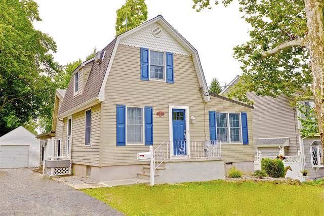 34 Woodrow Place, West Caldwell, NJ 07006 (MLS #21938245) :: The Sikora Group