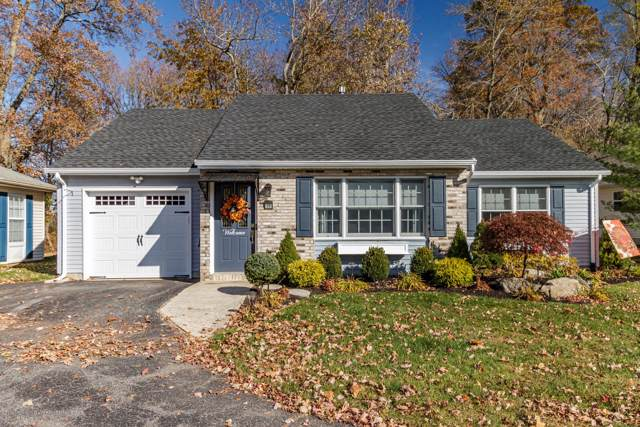 71 Farnworth Close, Freehold, NJ 07728 (MLS #21945839) :: The Sikora Group